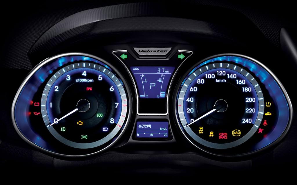2012-Hyundai-Veloster-Interior-Speedometer-Odometer-1024x640