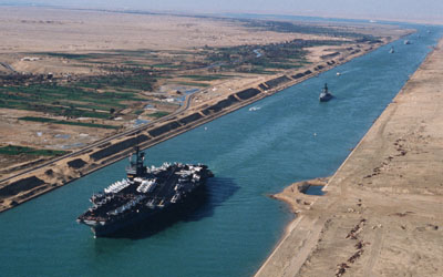 A tanker makes its way down the Suez canalSource: Wikimedia Commons