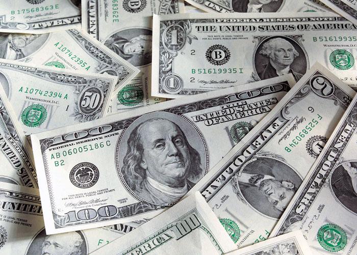 us-dollar-bills-forexthink