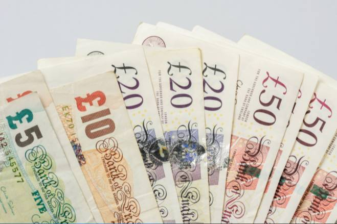Pound, exchange rate, currency, British Pound, sterling, Pound falls